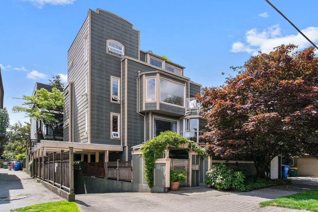 """Main Photo: 201 2252 W 5TH Avenue in Vancouver: Kitsilano Townhouse for sale in """"TIBURON"""" (Vancouver West)  : MLS®# R2476153"""