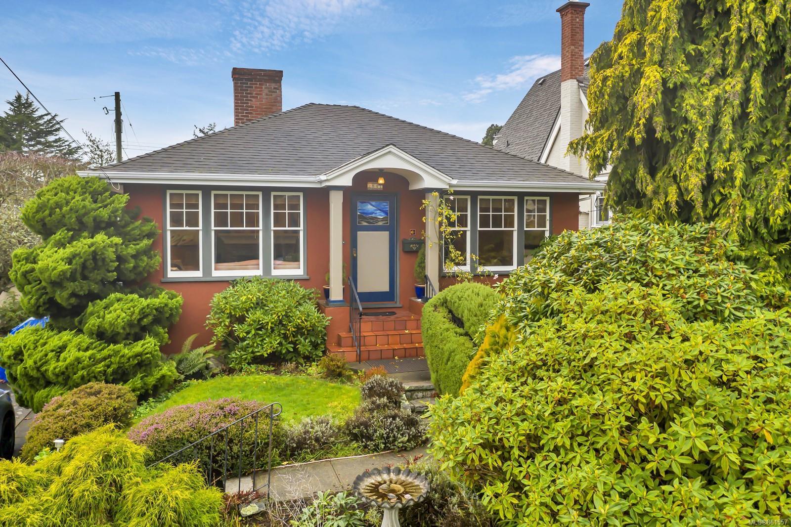 Main Photo: 2841 Dewdney Ave in : OB Estevan House for sale (Oak Bay)  : MLS®# 861557