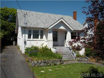 Main Photo: 1960 Cochrane St in VICTORIA: SE Camosun Single Family Detached for sale (Saanich East)  : MLS®# 574251