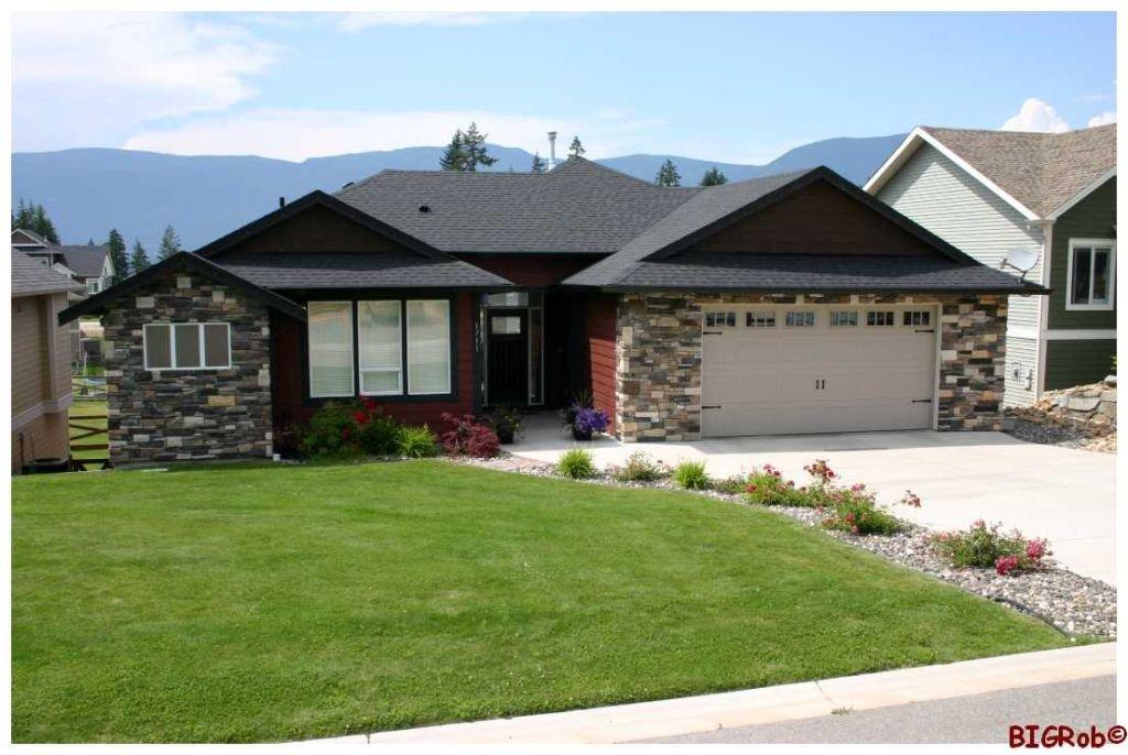 Main Photo: 1711 NE 24 Street in Salmon Arm: NE Residential Detached for sale : MLS®# 10052027