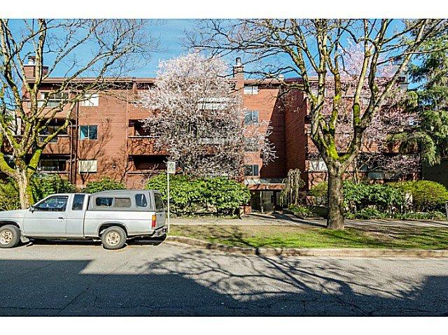 Main Photo: 204 1827 W 3RD Avenue in Vancouver: Kitsilano Condo for sale (Vancouver West)  : MLS®# V1109586