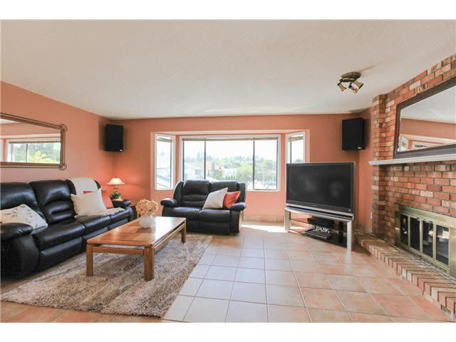 """Photo 3: Photos: 1982 ELIZABETH Drive in Coquitlam: River Springs House for sale in """"RIVER SPRINGS"""" : MLS®# V1142803"""