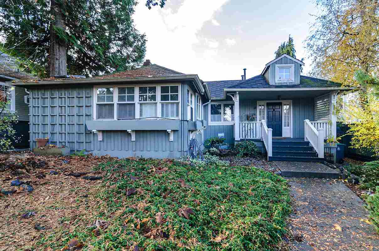 "Main Photo: 2723 MCKENZIE Avenue in Surrey: Crescent Bch Ocean Pk. House for sale in ""CRESCENT BEACH"" (South Surrey White Rock)  : MLS®# R2046260"