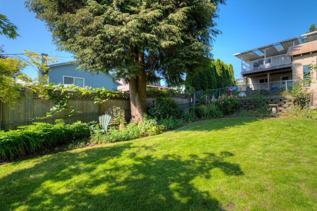 """Photo 36: Photos: 327 BUCHANAN Avenue in New Westminster: Sapperton House for sale in """"SAPPERTON"""" : MLS®# R2075704"""