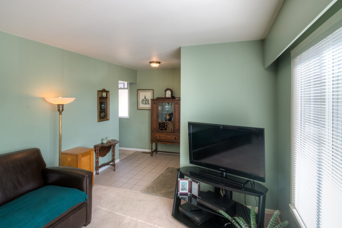"""Photo 3: Photos: 327 BUCHANAN Avenue in New Westminster: Sapperton House for sale in """"SAPPERTON"""" : MLS®# R2075704"""