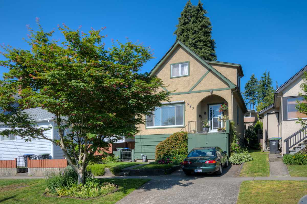 "Main Photo: 327 BUCHANAN Avenue in New Westminster: Sapperton House for sale in ""SAPPERTON"" : MLS®# R2075704"