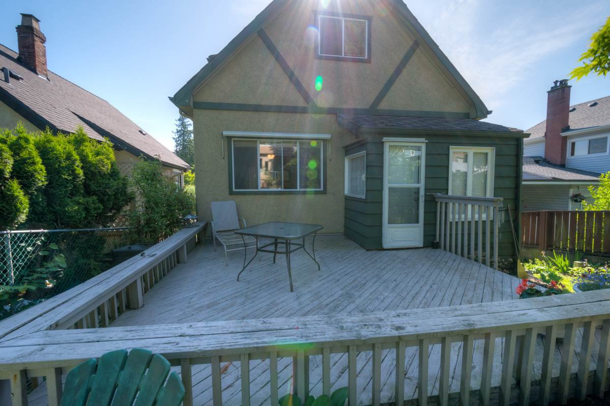 """Photo 16: Photos: 327 BUCHANAN Avenue in New Westminster: Sapperton House for sale in """"SAPPERTON"""" : MLS®# R2075704"""