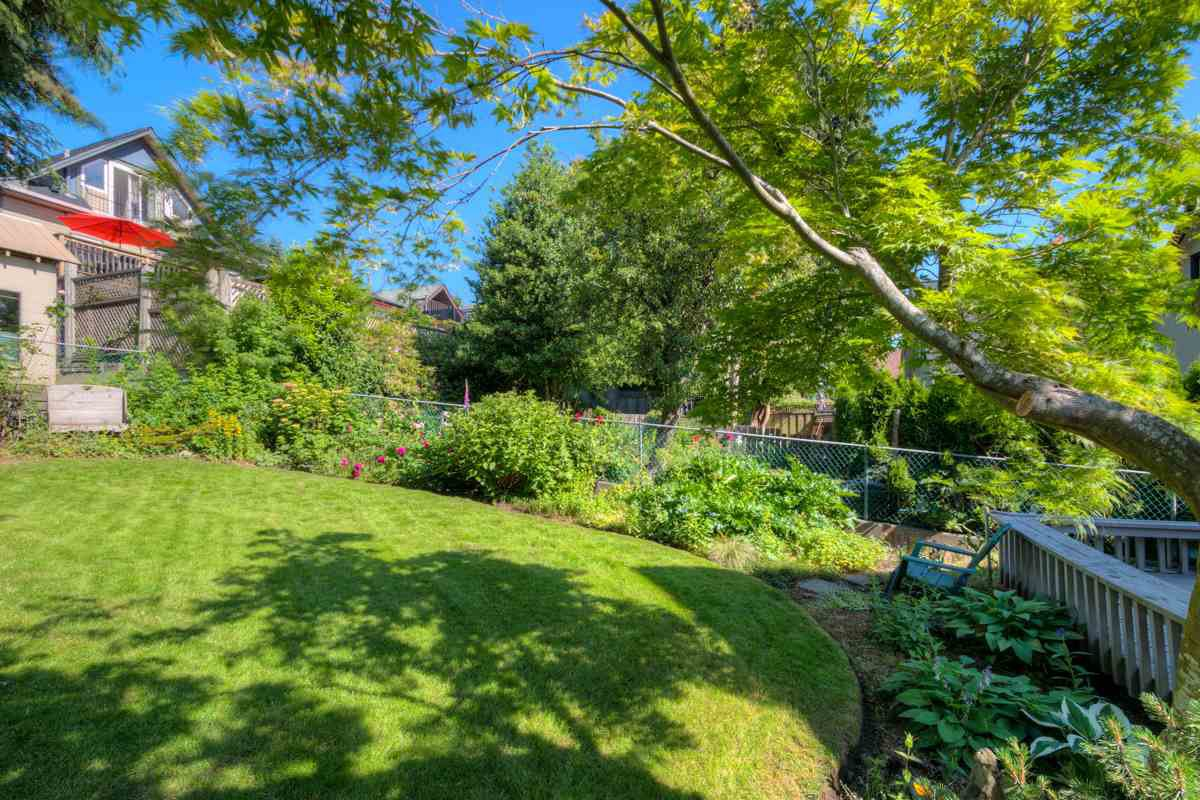 """Photo 20: Photos: 327 BUCHANAN Avenue in New Westminster: Sapperton House for sale in """"SAPPERTON"""" : MLS®# R2075704"""