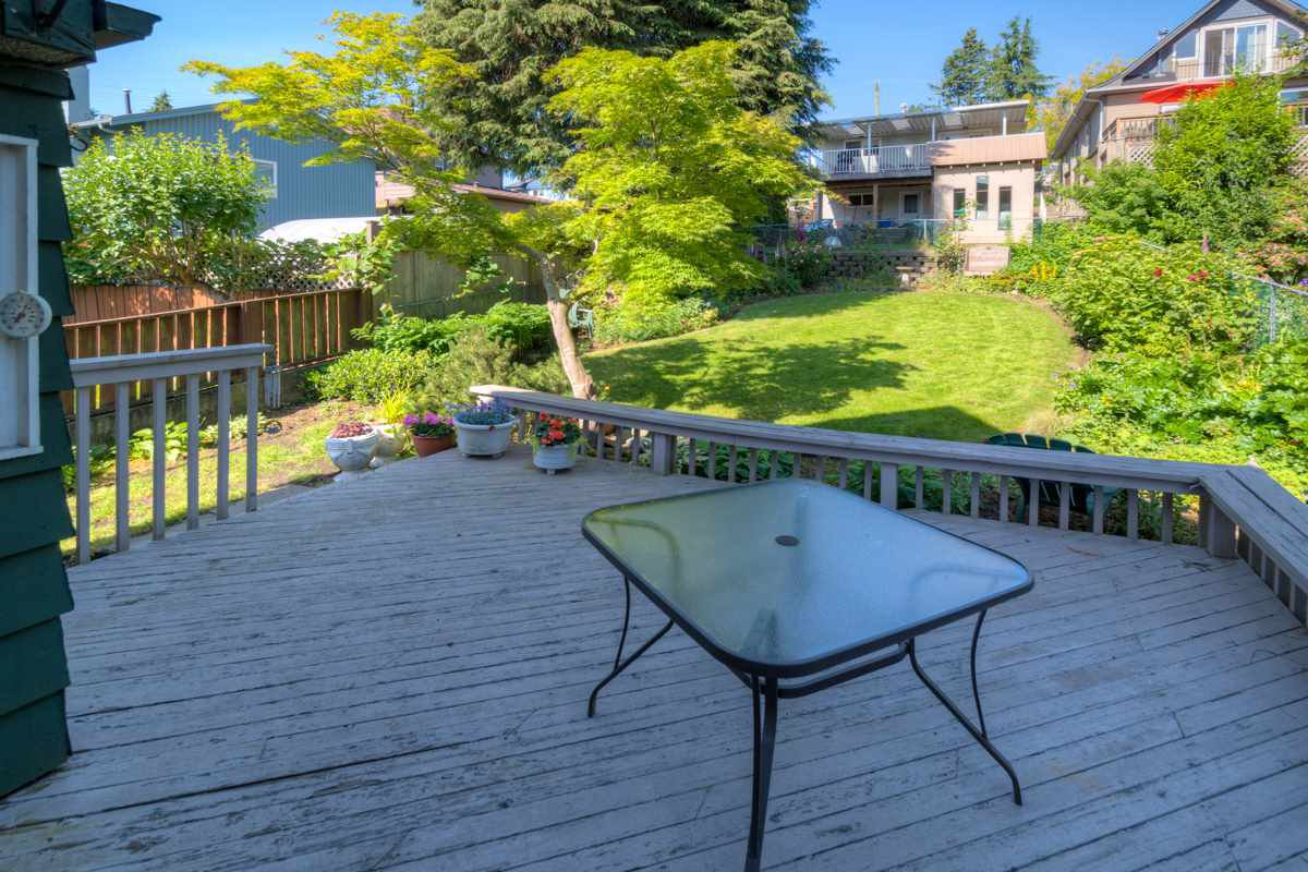 """Photo 17: Photos: 327 BUCHANAN Avenue in New Westminster: Sapperton House for sale in """"SAPPERTON"""" : MLS®# R2075704"""