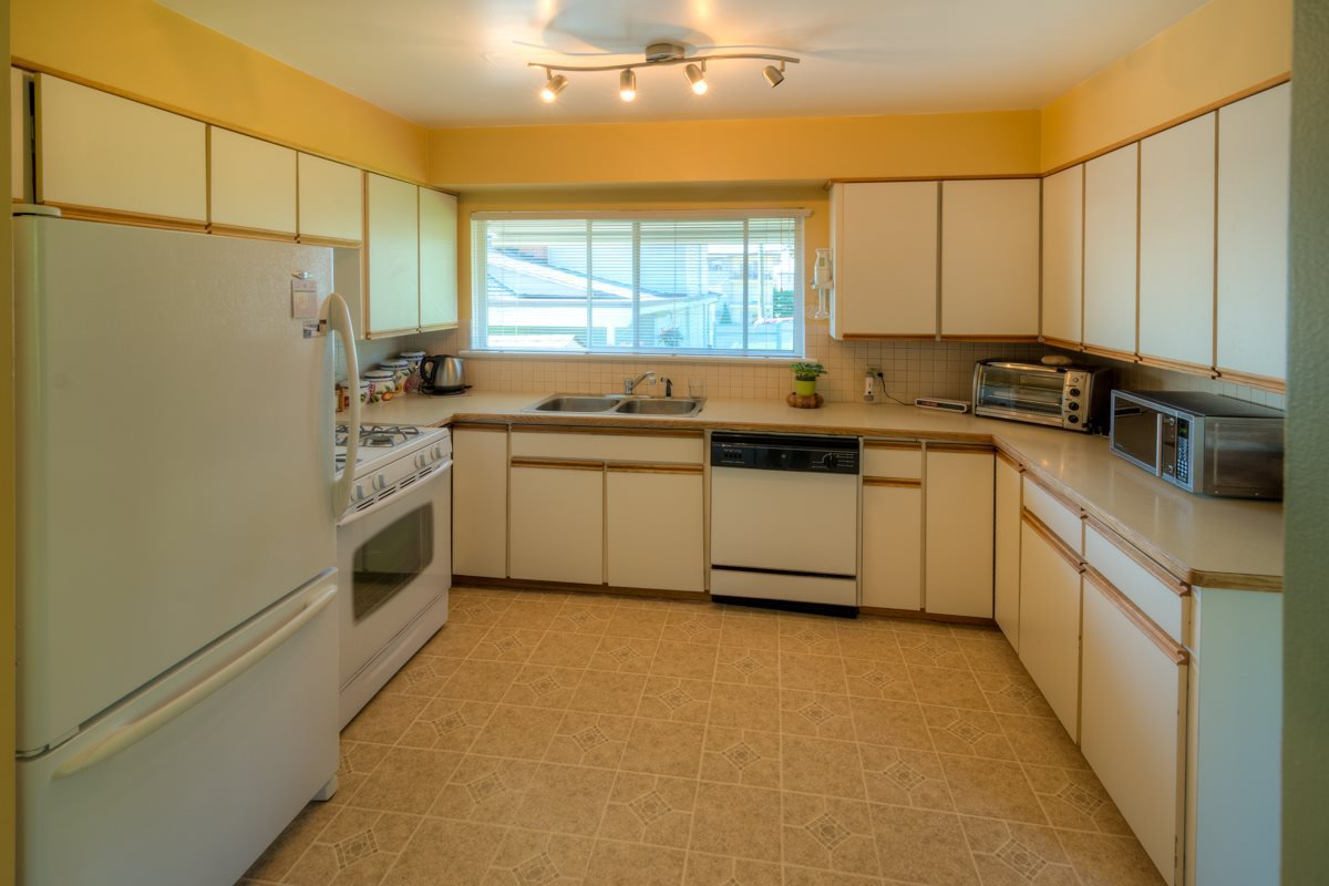 """Photo 6: Photos: 327 BUCHANAN Avenue in New Westminster: Sapperton House for sale in """"SAPPERTON"""" : MLS®# R2075704"""
