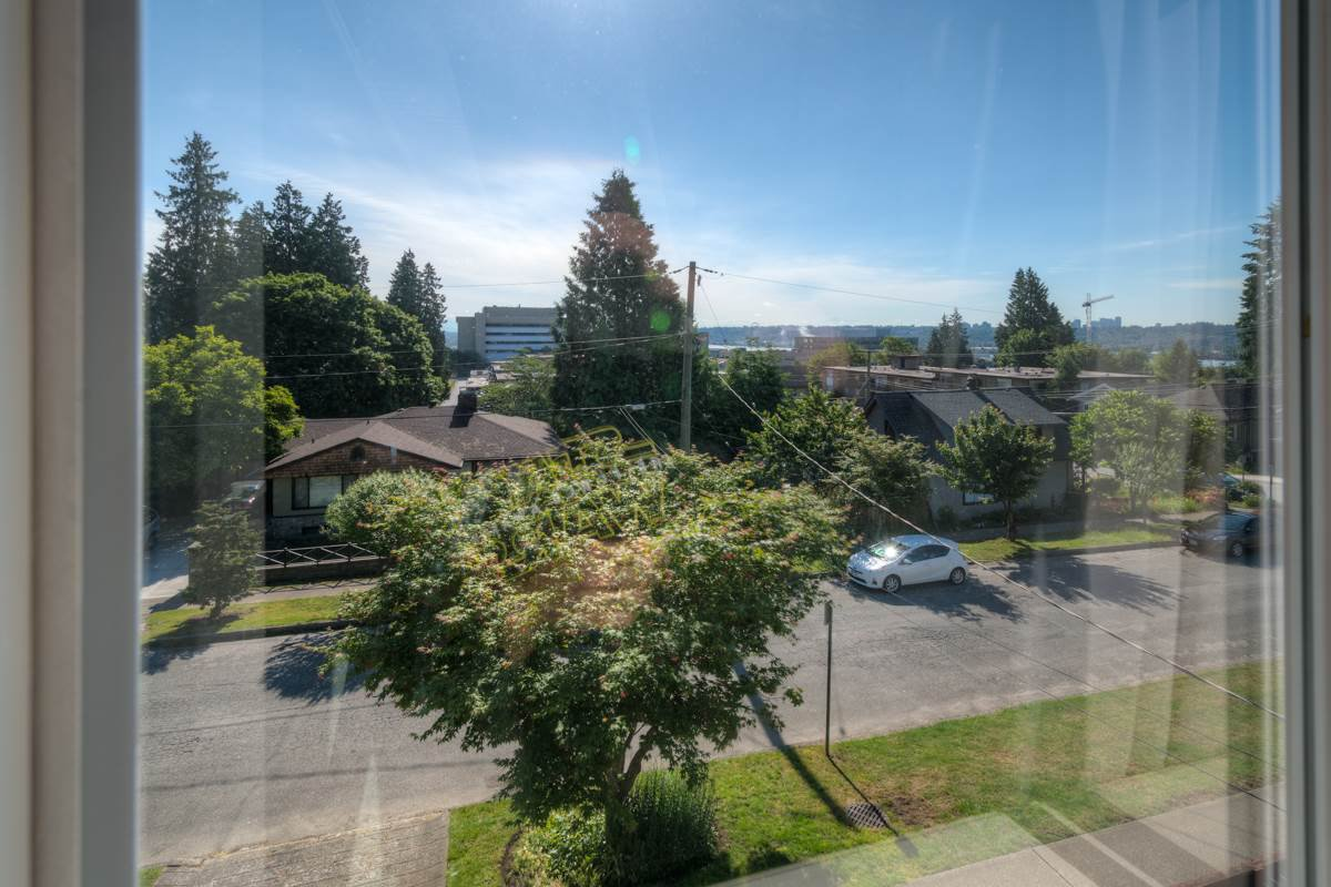 """Photo 10: Photos: 327 BUCHANAN Avenue in New Westminster: Sapperton House for sale in """"SAPPERTON"""" : MLS®# R2075704"""