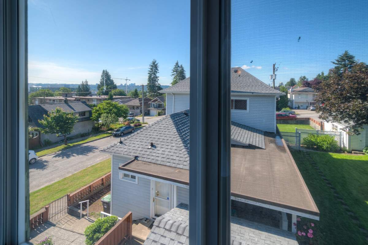 """Photo 11: Photos: 327 BUCHANAN Avenue in New Westminster: Sapperton House for sale in """"SAPPERTON"""" : MLS®# R2075704"""