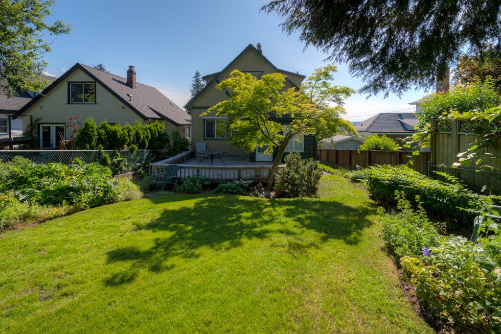 """Photo 34: Photos: 327 BUCHANAN Avenue in New Westminster: Sapperton House for sale in """"SAPPERTON"""" : MLS®# R2075704"""