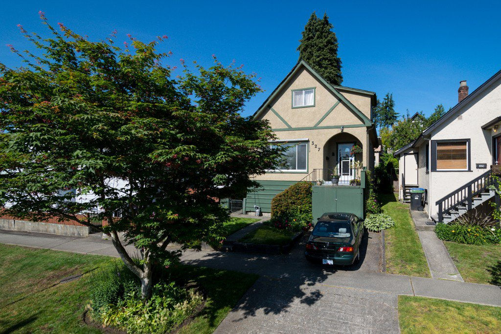 """Photo 41: Photos: 327 BUCHANAN Avenue in New Westminster: Sapperton House for sale in """"SAPPERTON"""" : MLS®# R2075704"""