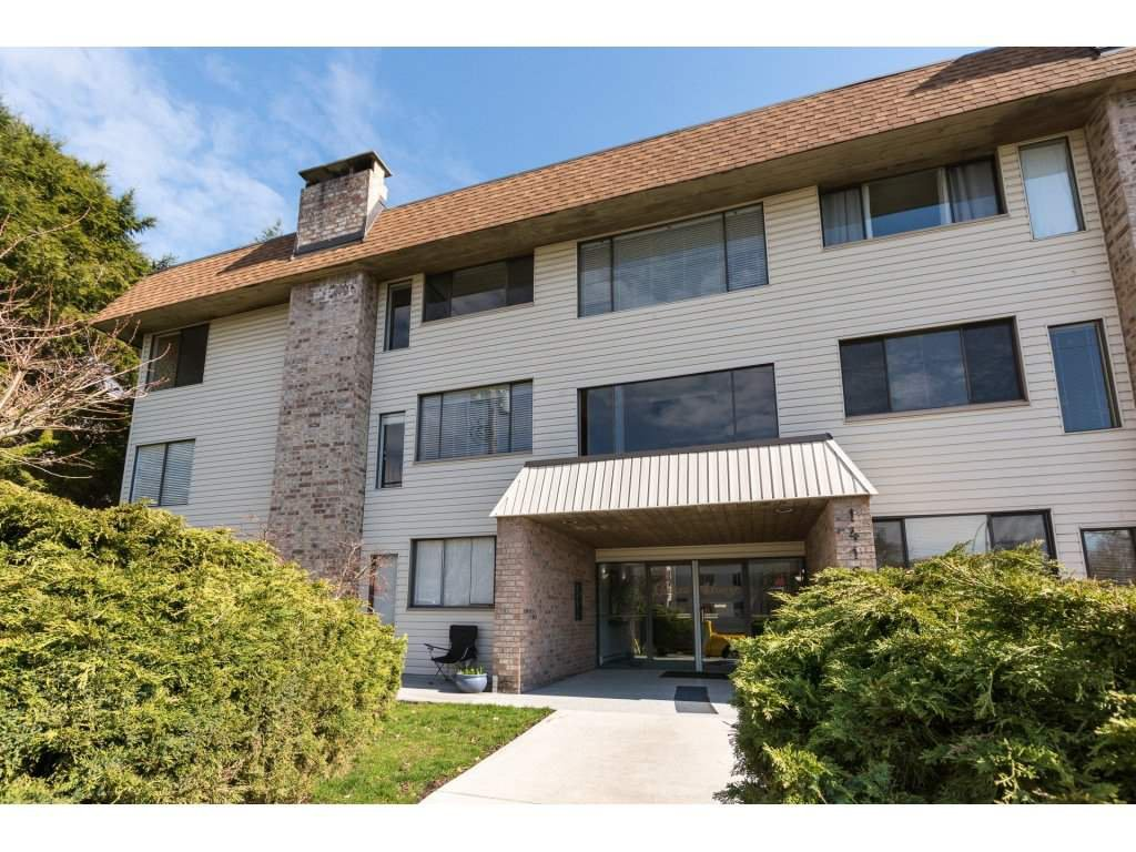 "Main Photo: 301 1410 BLACKWOOD Street: White Rock Condo for sale in ""Chelsea House"" (South Surrey White Rock)  : MLS®# R2248736"