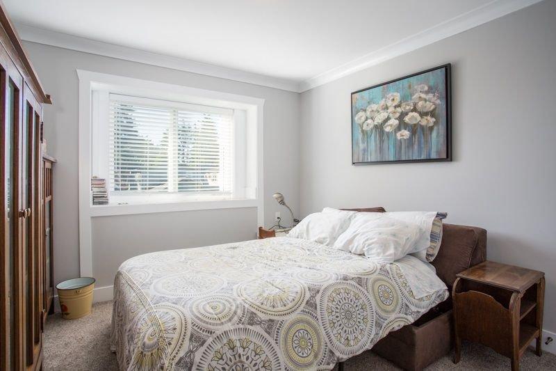 Photo 11: Photos: 15492 GOGGS Avenue: White Rock House for sale (South Surrey White Rock)  : MLS®# R2310910