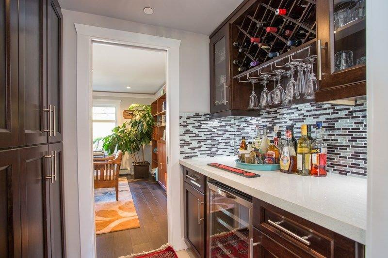 Photo 5: Photos: 15492 GOGGS Avenue: White Rock House for sale (South Surrey White Rock)  : MLS®# R2310910