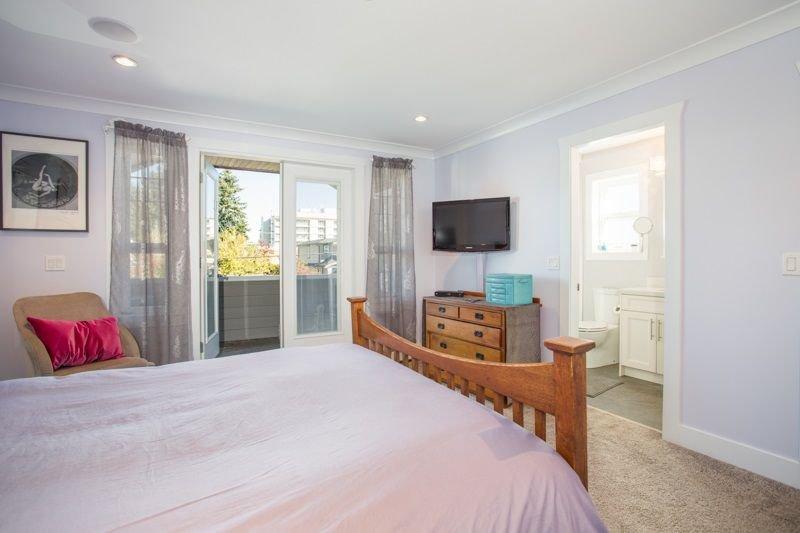 Photo 9: Photos: 15492 GOGGS Avenue: White Rock House for sale (South Surrey White Rock)  : MLS®# R2310910