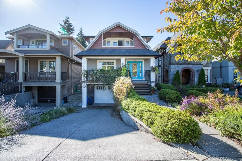 Photo 2: Photos: 15492 GOGGS Avenue: White Rock House for sale (South Surrey White Rock)  : MLS®# R2310910