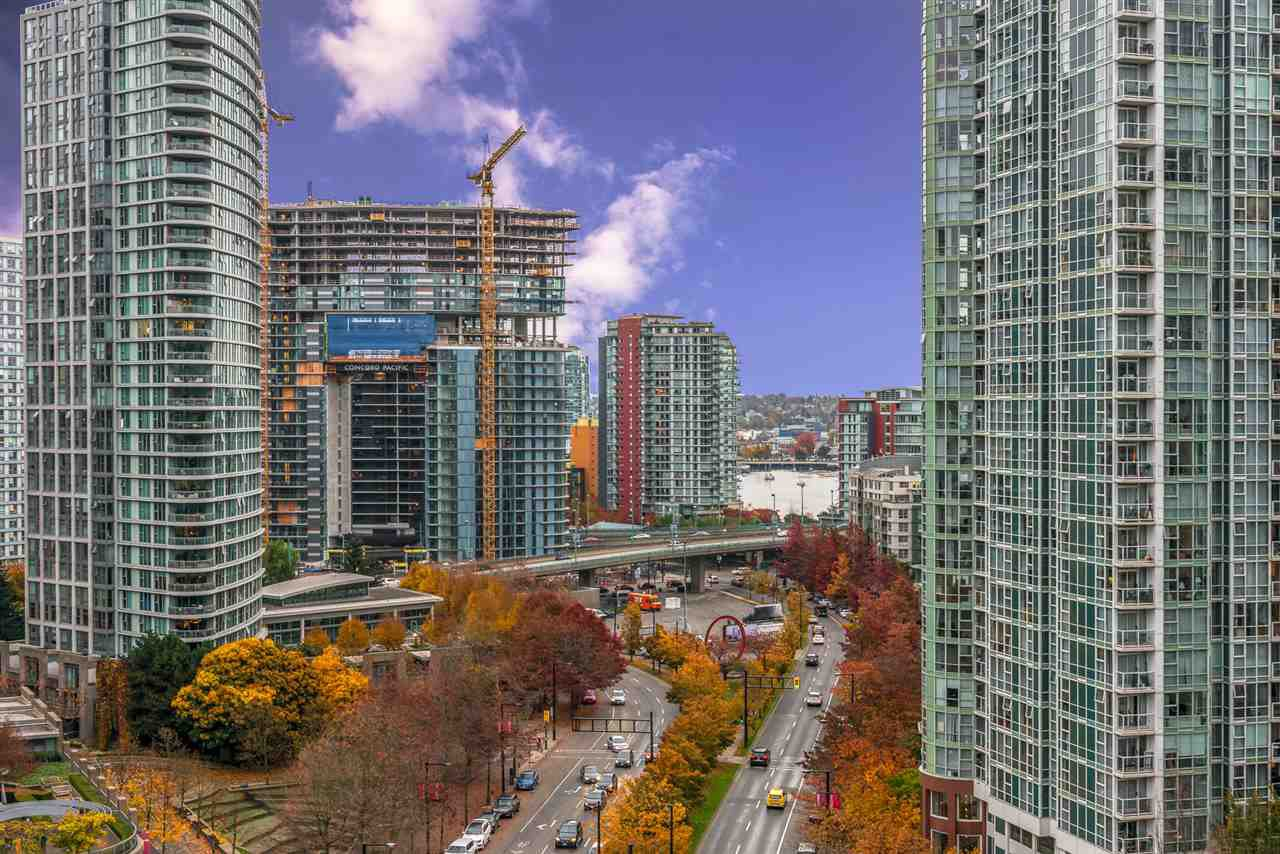 "Main Photo: 1404 238 ALVIN NAROD Mews in Vancouver: Yaletown Condo for sale in ""PACIFIC PLAZA"" (Vancouver West)  : MLS®# R2318751"