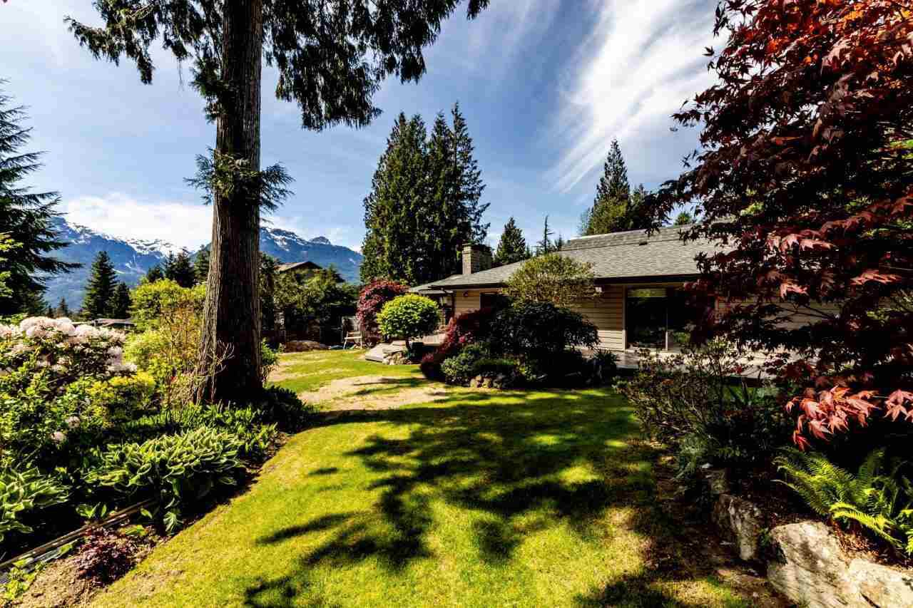 Main Photo: 40440 THUNDERBIRD Ridge in Squamish: Garibaldi Highlands House for sale : MLS®# R2369227