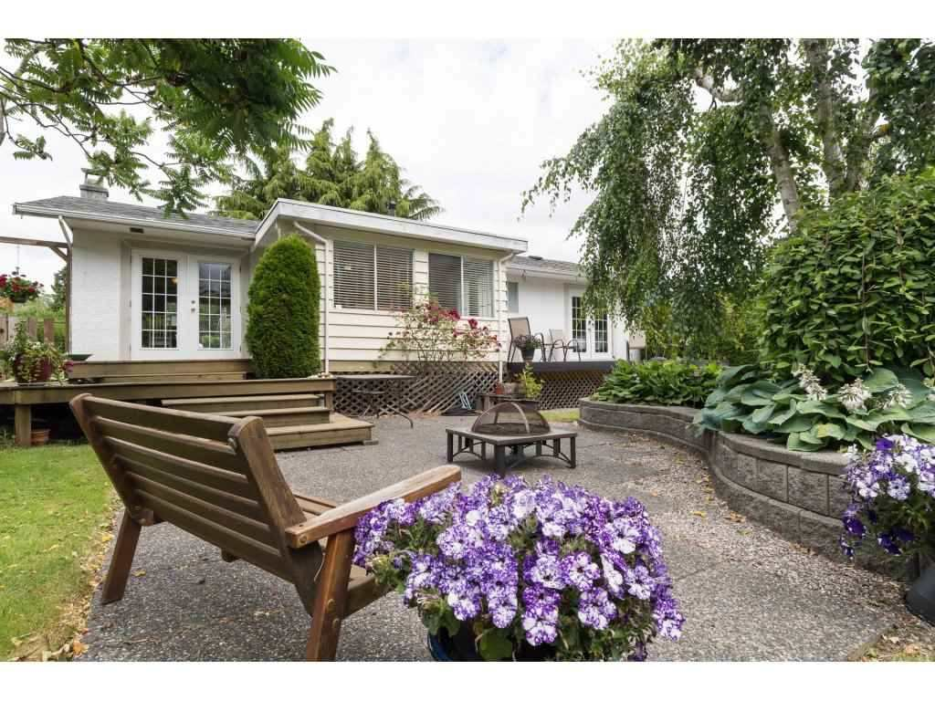 Main Photo: 15658 BROOME Road in Surrey: King George Corridor House for sale (South Surrey White Rock)  : MLS®# R2376769