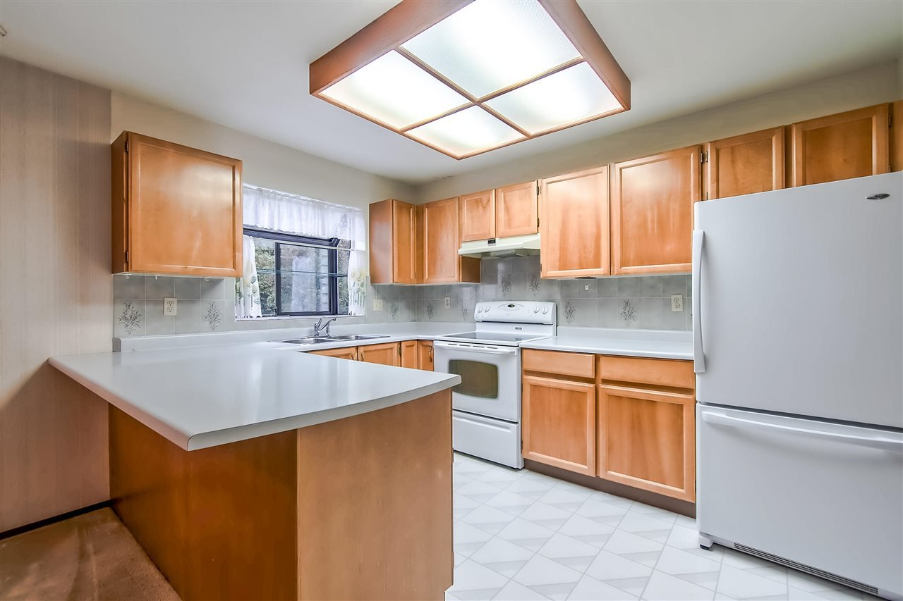 """Main Photo: 103 13864 102 Avenue in Surrey: Whalley Townhouse for sale in """"GLENDALE VILLAGE"""" (North Surrey)  : MLS®# R2380578"""