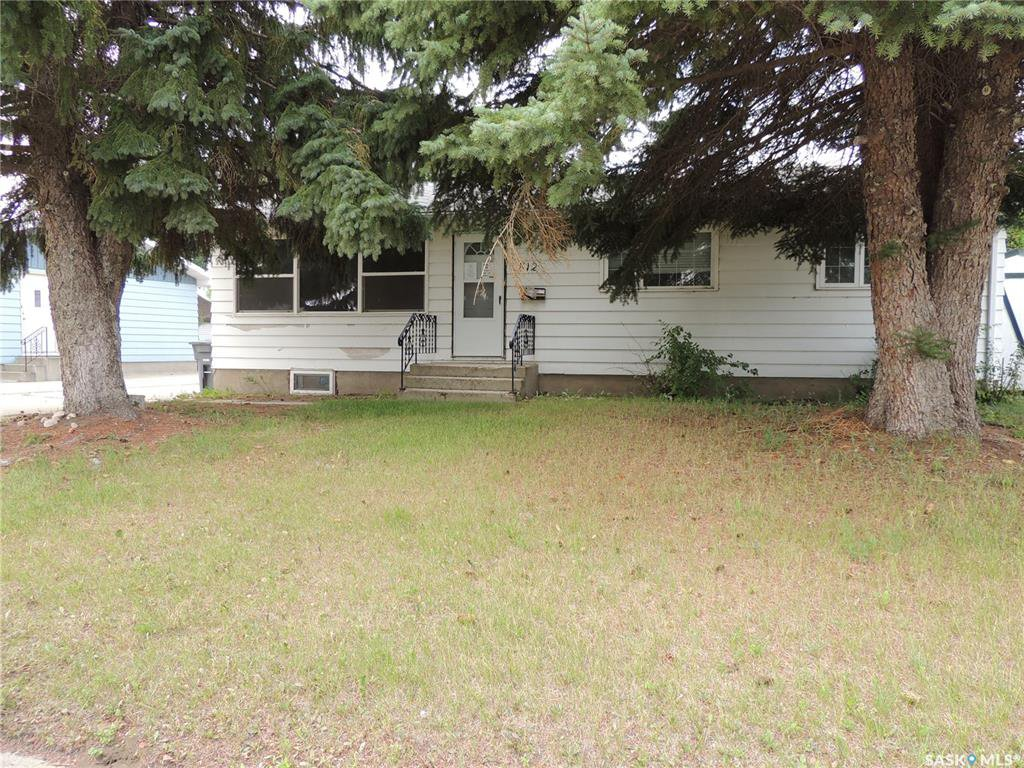 Main Photo: 812 Hastings Place in Estevan: Centennial Park Residential for sale : MLS®# SK785246