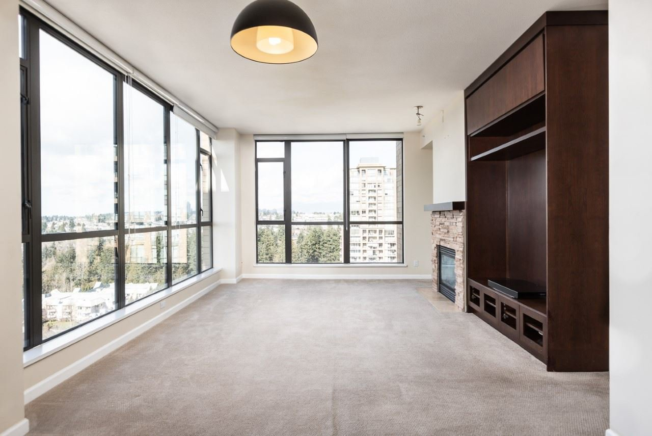 """Main Photo: 1702 7388 SANDBORNE Avenue in Burnaby: South Slope Condo for sale in """"MAYFAIR PLACE"""" (Burnaby South)  : MLS®# R2477838"""