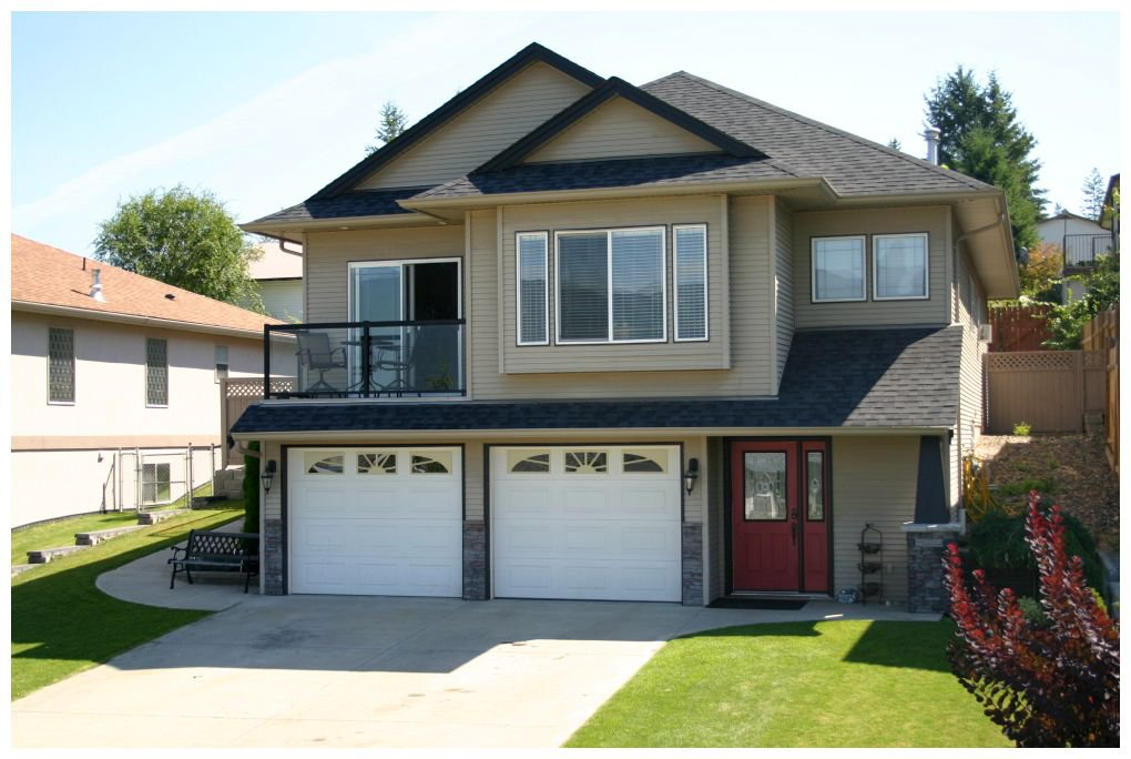 Main Photo: 1410 Southeast 12 Street in Salmon Arm: Orchard Ridge House for sale : MLS®# 10069728