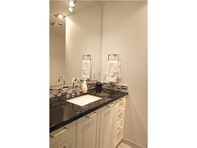 """Photo 15: Photos: 2238 MCBAIN Avenue in Vancouver: Quilchena Townhouse  in """"ARBUTUS VILLAGE"""" (Vancouver West)  : MLS®# V1091234"""