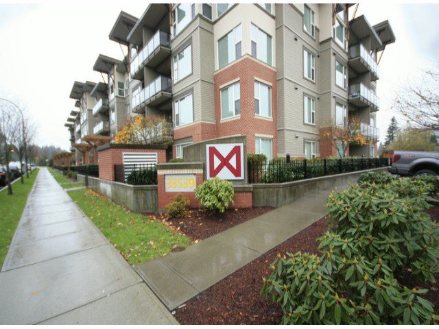 "Main Photo: 119 33539 HOLLAND Avenue in Abbotsford: Central Abbotsford Condo for sale in ""The Crossing"" : MLS®# F1427624"