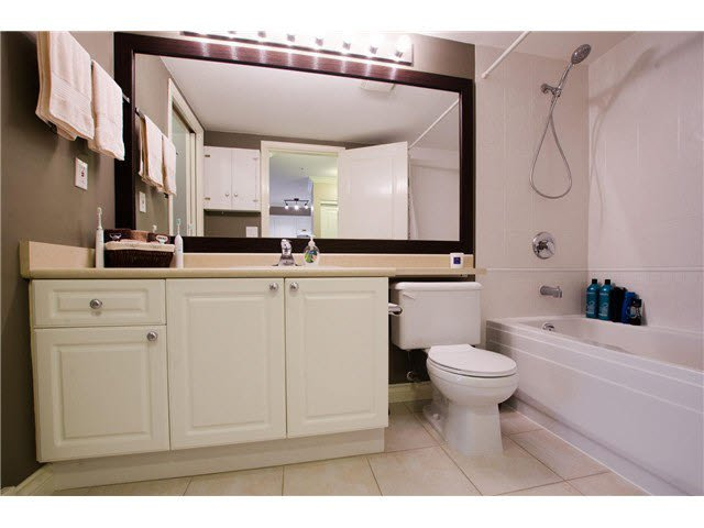 """Photo 8: Photos: 215 1363 56TH Street in Tsawwassen: Cliff Drive Condo for sale in """"Windsor Woods"""" : MLS®# V1114935"""