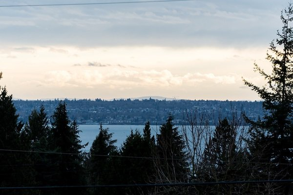"Photo 2: Photos: 1535 RENA Crescent in West Vancouver: Ambleside House for sale in ""AMBLESIDE ESTATES"" : MLS®# R2025467"