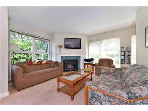 Photo 2: Photos: 301 1201 Hillside Ave in VICTORIA: Vi Hillside Condo Apartment for sale (Victoria)  : MLS®# 734777