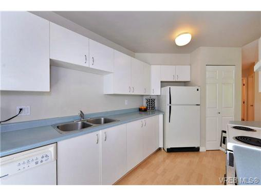 Photo 9: Photos: 301 1201 Hillside Ave in VICTORIA: Vi Hillside Condo Apartment for sale (Victoria)  : MLS®# 734777