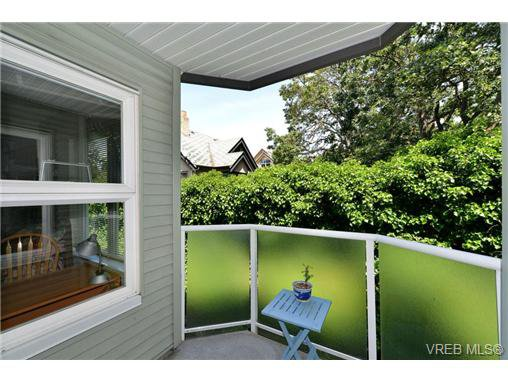 Photo 1: Photos: 301 1201 Hillside Ave in VICTORIA: Vi Hillside Condo Apartment for sale (Victoria)  : MLS®# 734777