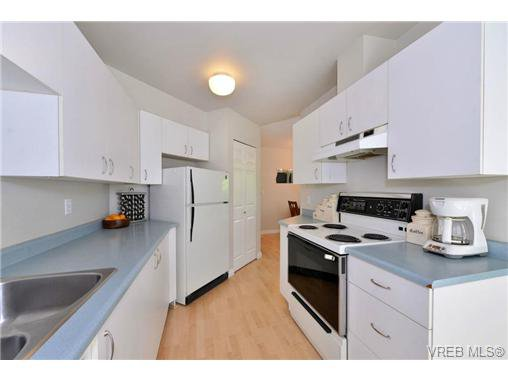 Photo 8: Photos: 301 1201 Hillside Ave in VICTORIA: Vi Hillside Condo Apartment for sale (Victoria)  : MLS®# 734777