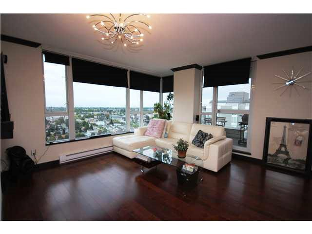 Main Photo: 2004 5189 GASTON Street in Vancouver: Collingwood VE Condo for sale (Vancouver East)  : MLS®# R2099531