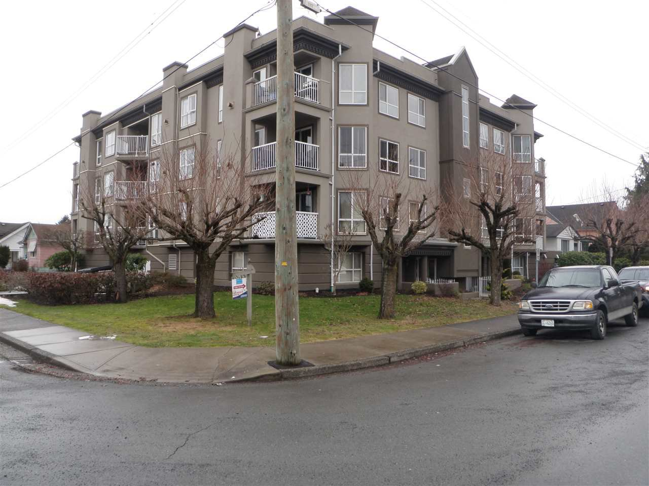 "Main Photo: 204 45773 VICTORIA Avenue in Chilliwack: Chilliwack N Yale-Well Condo for sale in ""VICTORIAN"" : MLS®# R2134027"