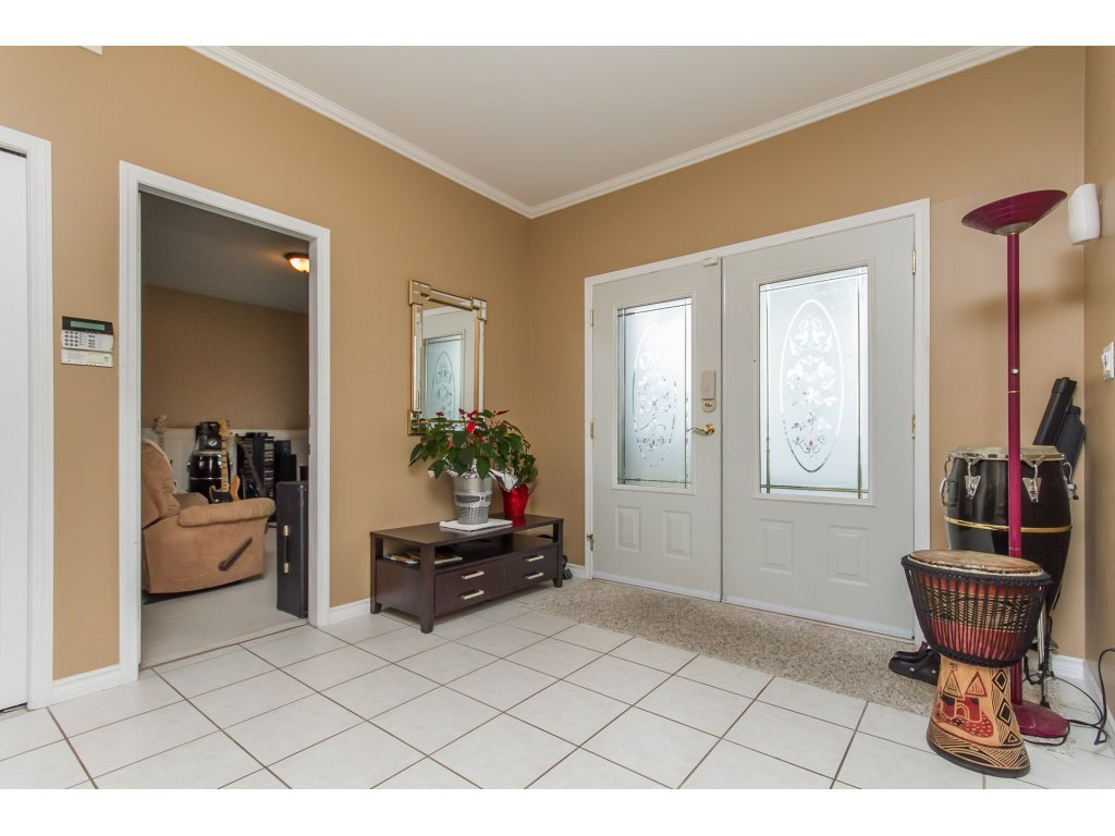 Photo 3: Photos: 36041 SPYGLASS Court in Abbotsford: Abbotsford East House for sale : MLS®# R2154022