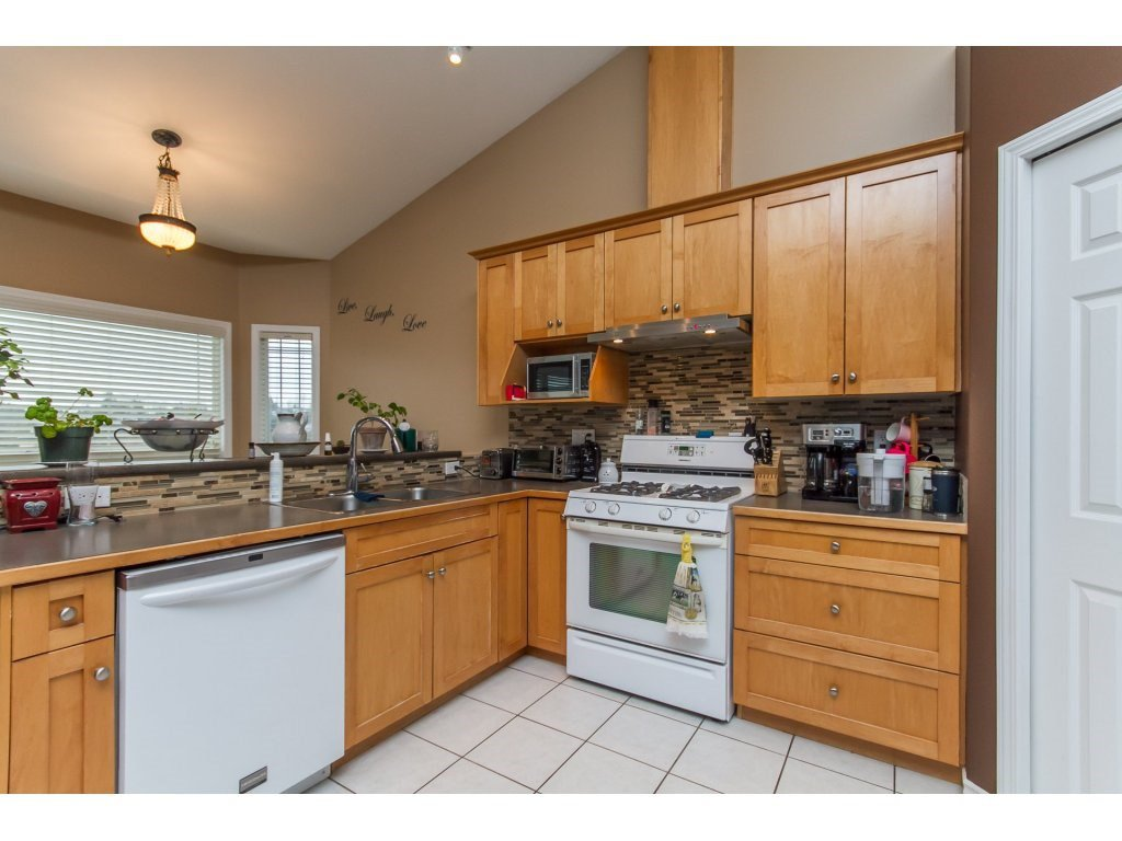 Photo 5: Photos: 36041 SPYGLASS Court in Abbotsford: Abbotsford East House for sale : MLS®# R2154022