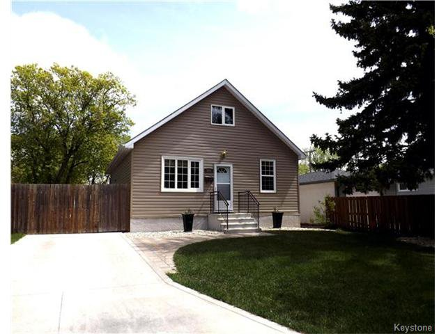 BRIGHT, SPACIOUS & BEAUTIFULLY UPGRADED ON A GORGEOUS SUNNY LOT CLOSE TO ALL CONVENIENCES AND AMENITIES!