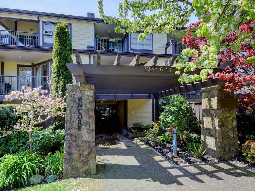 Main Photo: 212 235 W 4TH STREET in North Vancouver: Lower Lonsdale Condo for sale : MLS®# R2161067