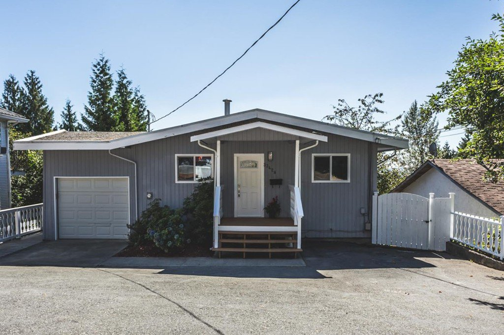 Main Photo: 33428 13th Avenue in Mission: House for sale : MLS®# R2201640