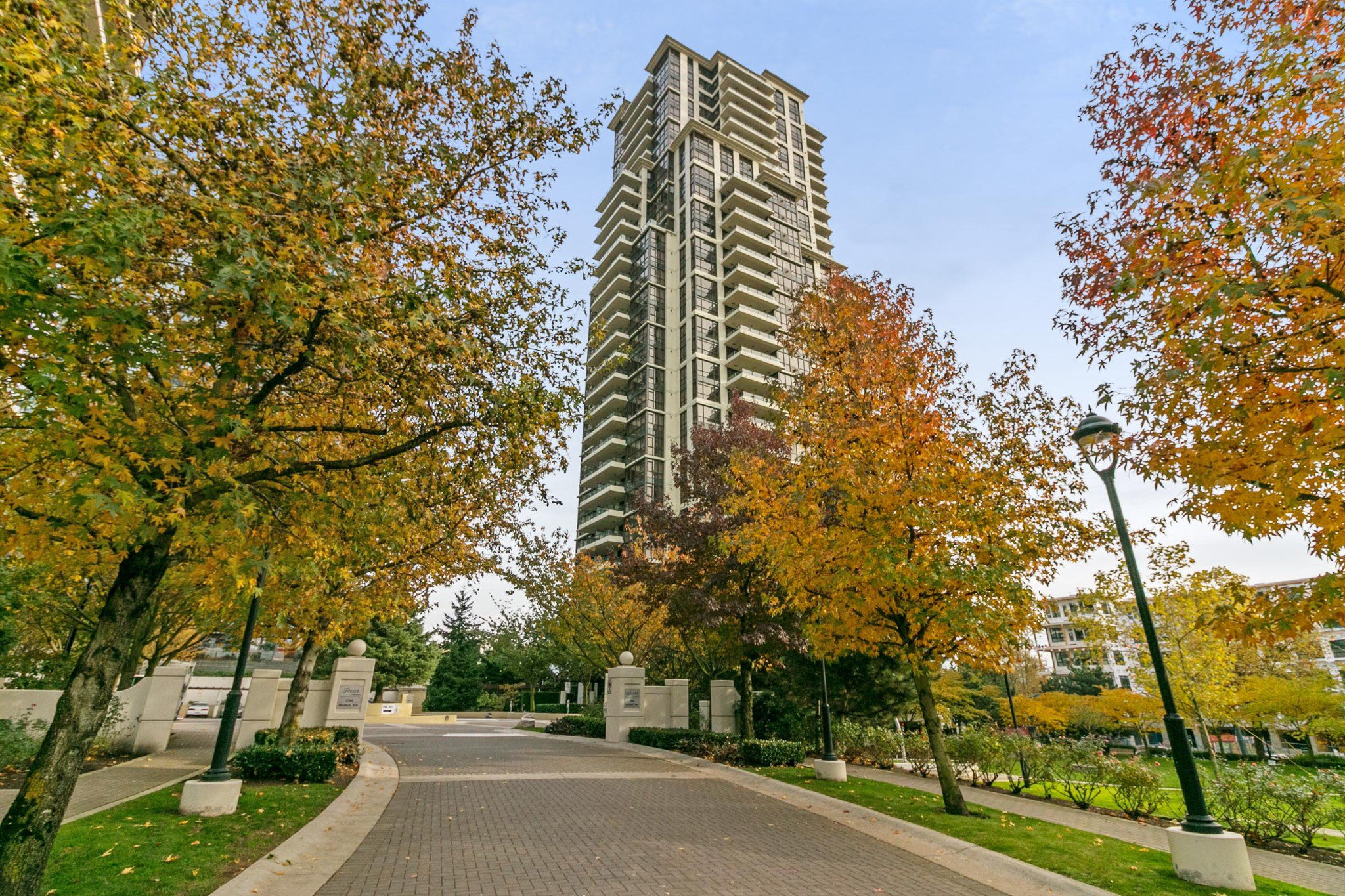 "Main Photo: 405 2138 MADISON Avenue in Burnaby: Brentwood Park Condo for sale in ""MOSAIC RENAISSANCE"" (Burnaby North)  : MLS®# R2222436"