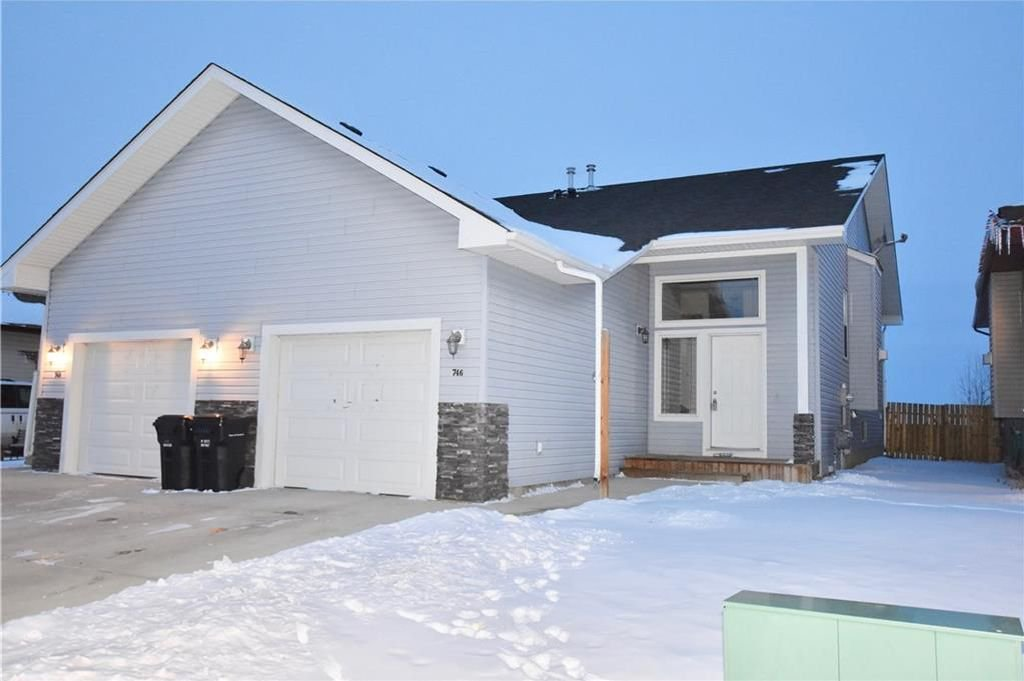 Main Photo: 746 Carriage Lane Drive: Carstairs House for sale : MLS®# C4165692