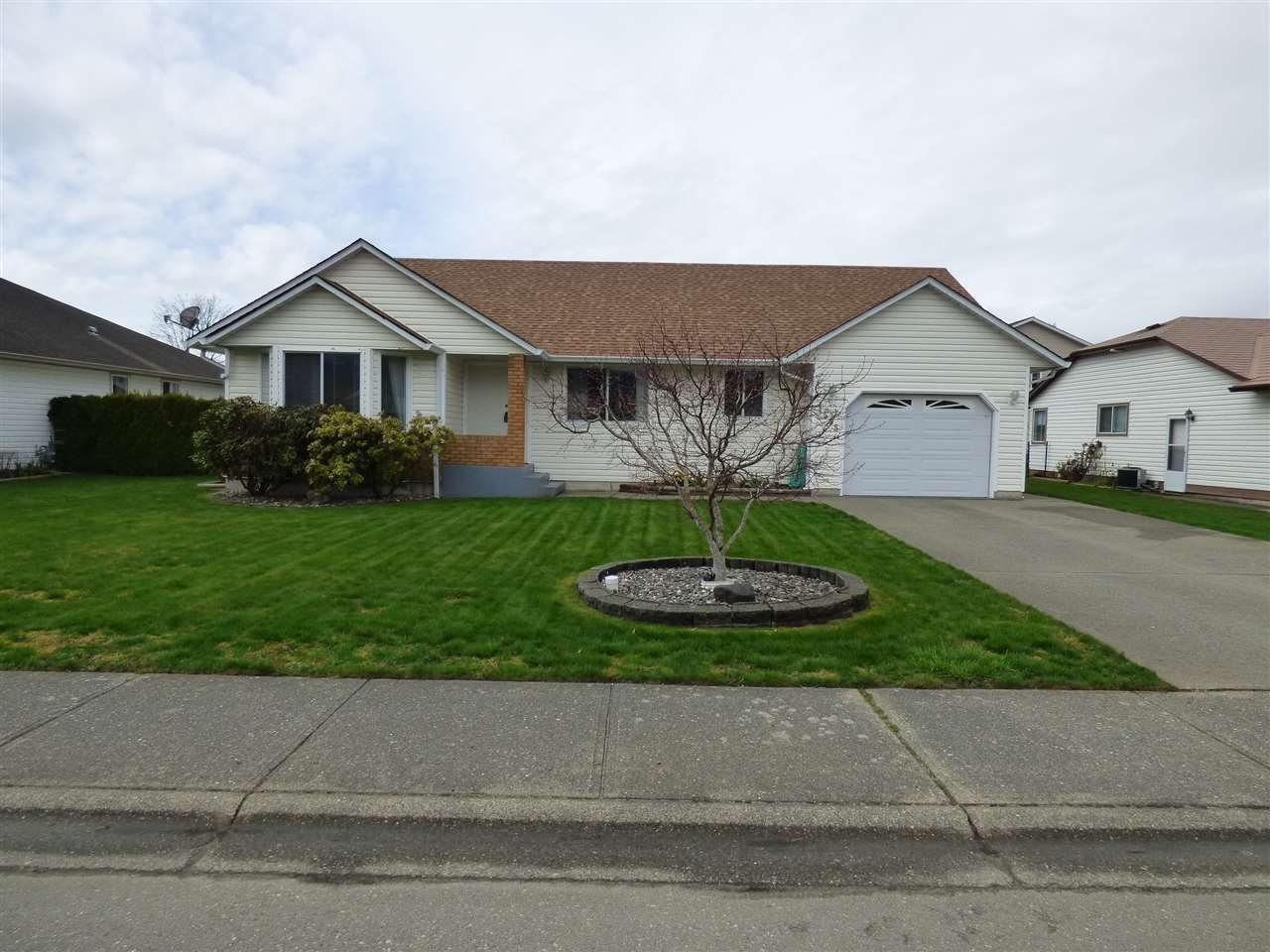 Main Photo: 1595 MAPLE Crescent: Agassiz House for sale : MLS®# R2254988