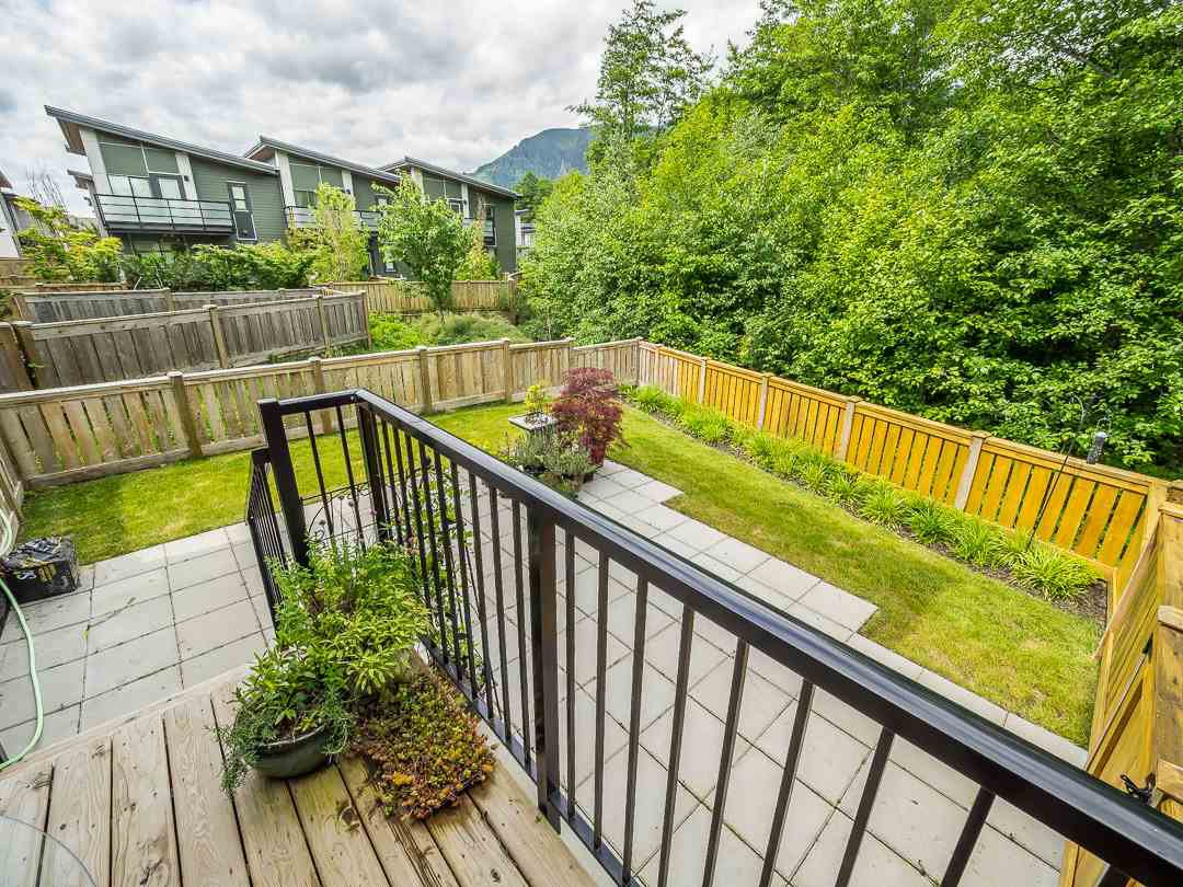 """Photo 6: Photos: 38365 SUMMIT'S VIEW Drive in Squamish: Downtown SQ Townhouse for sale in """"The Falls"""" : MLS®# R2278047"""