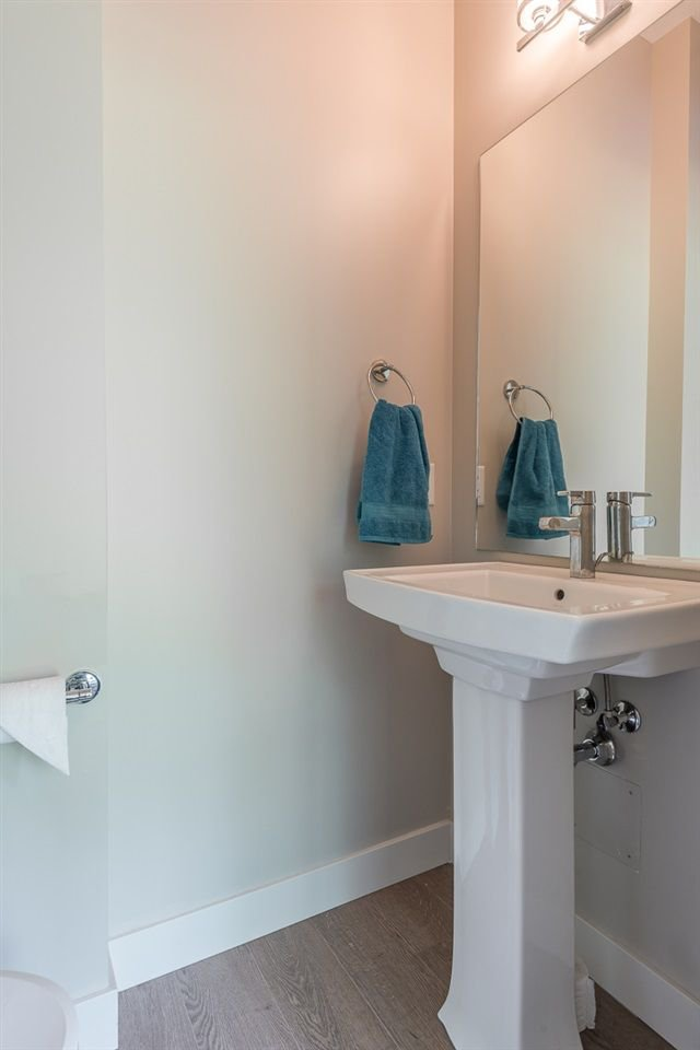 """Photo 15: Photos: 38365 SUMMIT'S VIEW Drive in Squamish: Downtown SQ Townhouse for sale in """"The Falls"""" : MLS®# R2278047"""